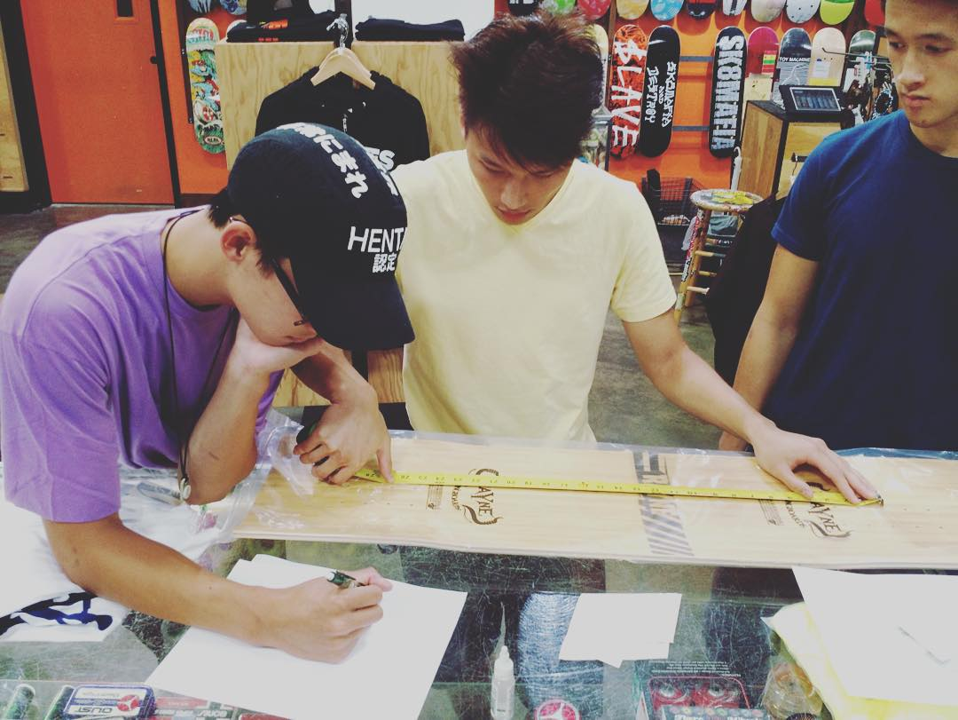 Measure and chop with your friends!  We are well into the chop shop tour and have started drawing out shapes and chopping templates at @daddiesboardshop  #wemakerayne