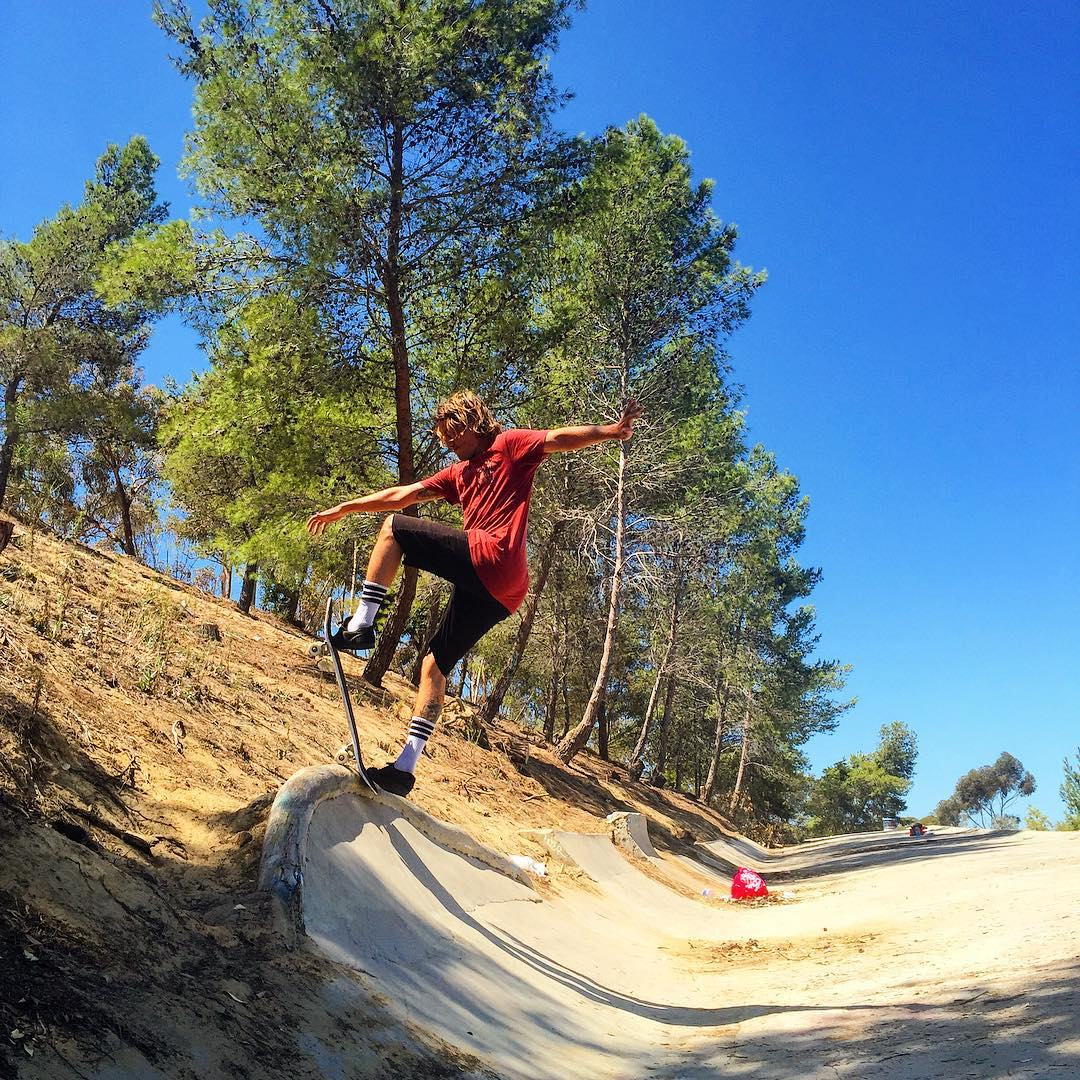 @waylonhendricks #fsblunt at shred mountain ☀️