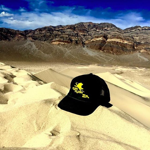 #throwback to some good times at the #eurekasanddunes! Thanks to @flyinryanhawks for the free hat! #sanddunes #deathvalley