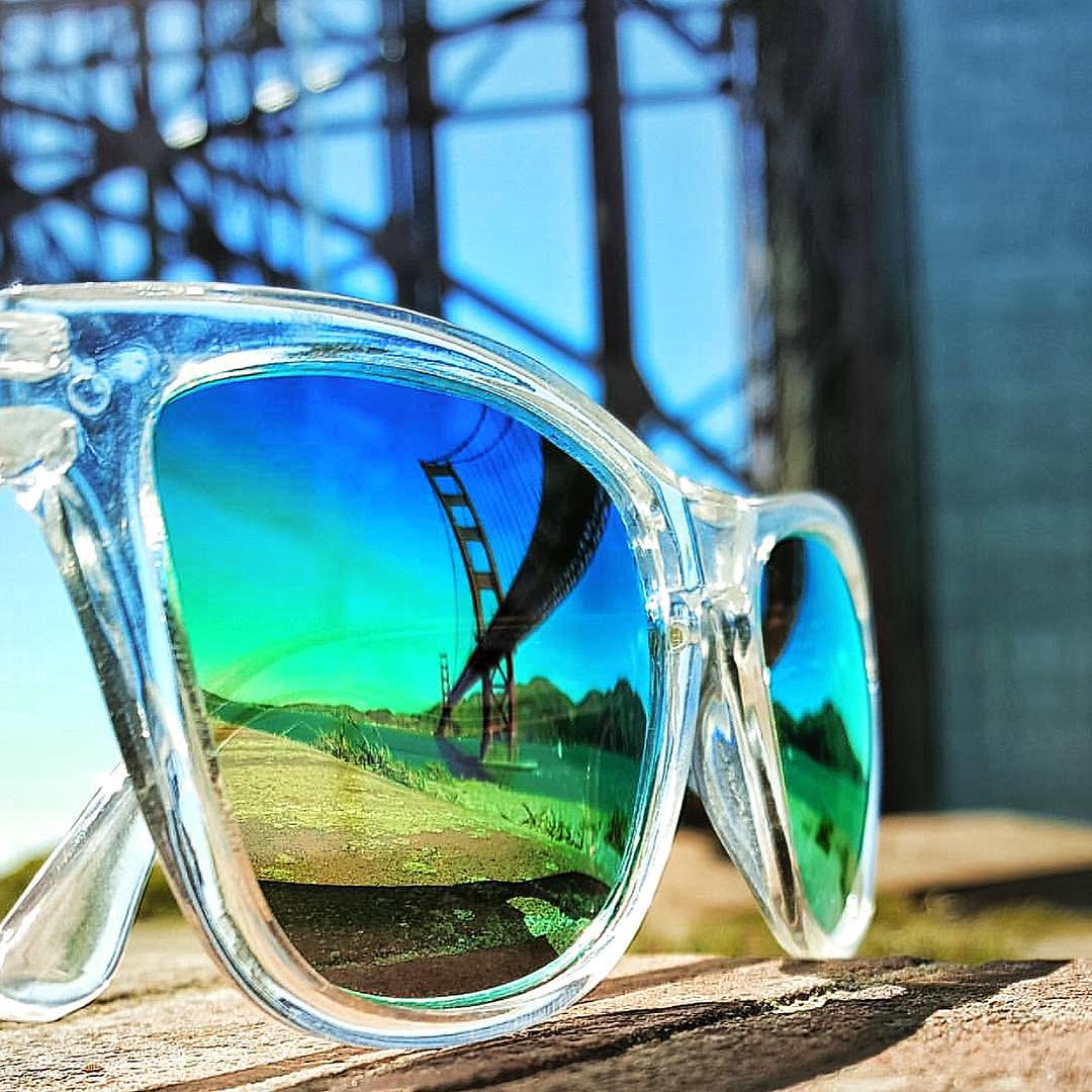 Get your daily dose of Coconut Frames: Coconut Kameleonz.com