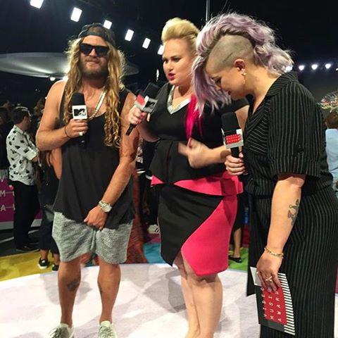 Go check out @thedingoinsnow hosting the MTV #vmas preshow with Grenade fam @kellyosbourne + @rebelwilson LIVE! Mtv.com