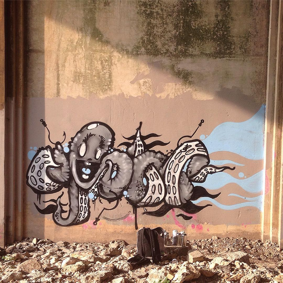 @watchyourmouf • • #ATX #austintx #tx #texas #graffiti #grafite #graff #streeart #mouf #spratx