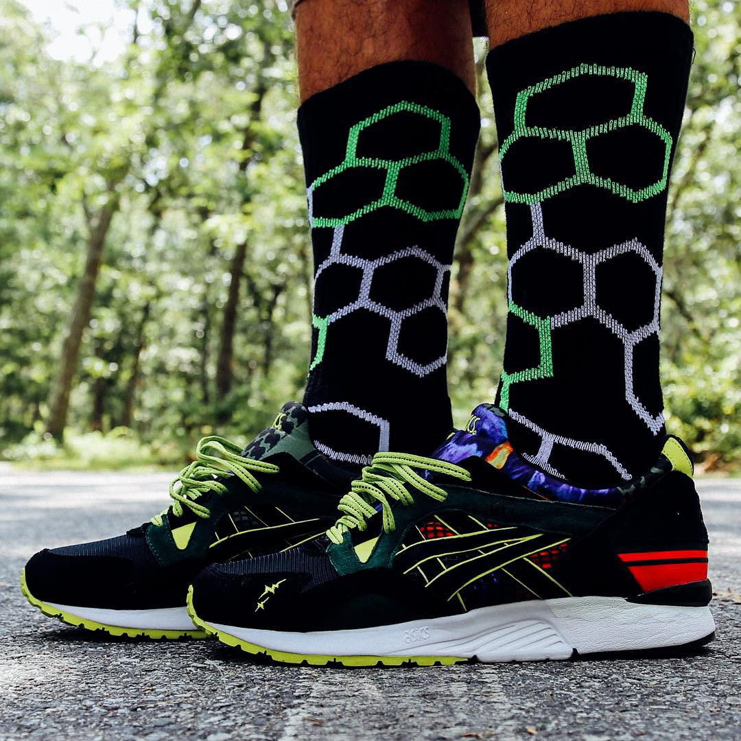 We teamed up with the #sneakerheads @sneakershouts for this fun collab highlighting our Dawson #sock with the @asics x @whiz_limited Gel-Lyte V sold @mitasneakers #style #fashion #grabapair