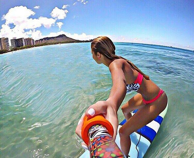 @florrgomes con su #ZephyrPole en #WaikikiBeach #Hawaii !!