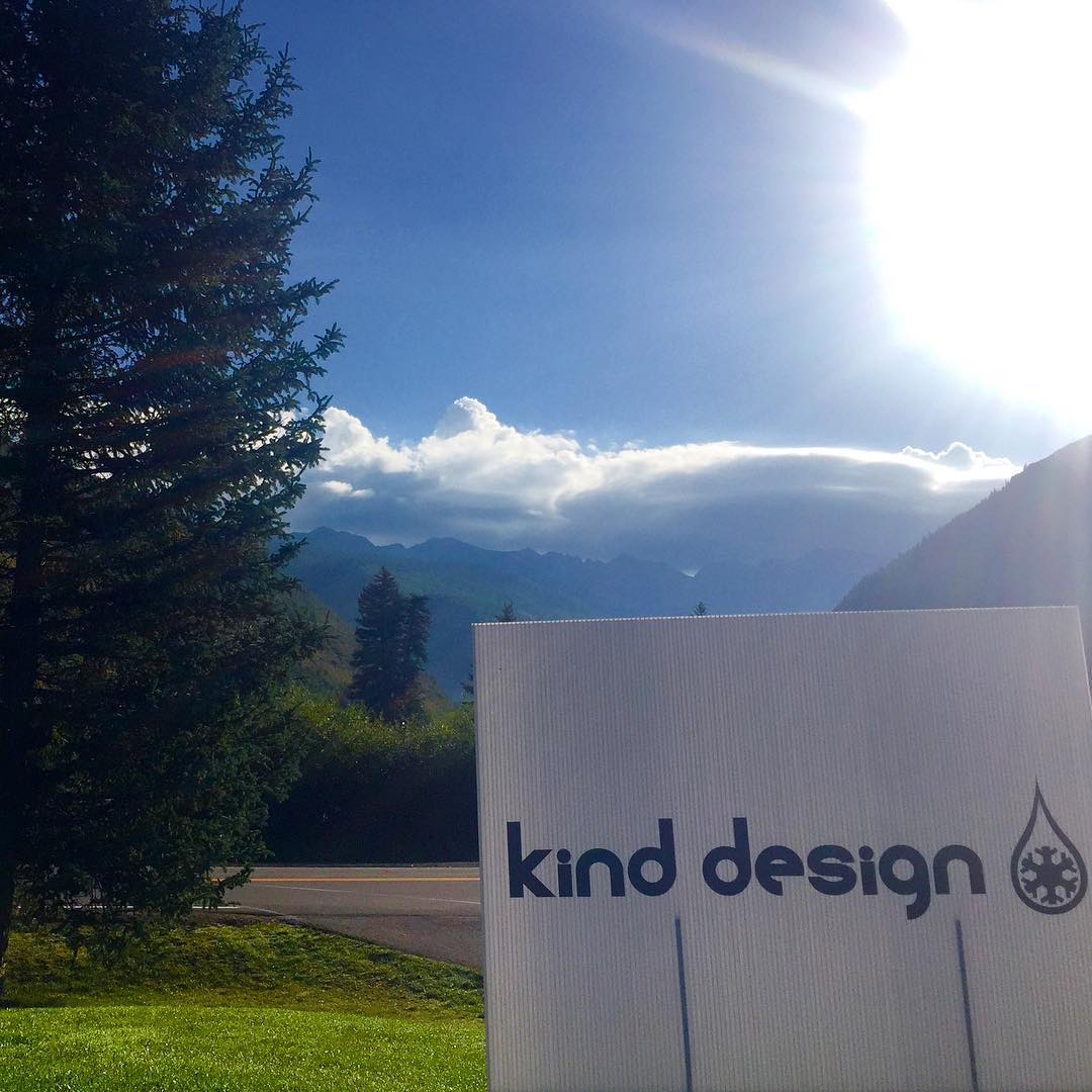 Golf, seems like a good idea to raise some money for #highfivesathletes, @kinddesign