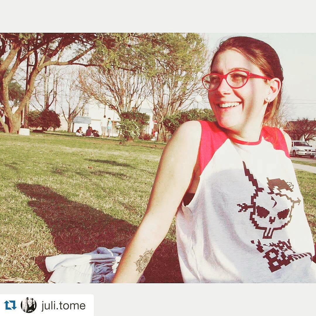 #Repost @juli.tome with @repostapp. ・・・ #honeybunny #musculosa #urbanroach #moda #girl #todalaonda