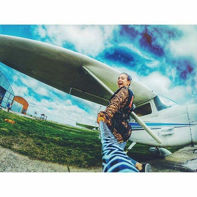 @lolitamoran con su #ZephyrPole, antes de tirarse en paracaídas!