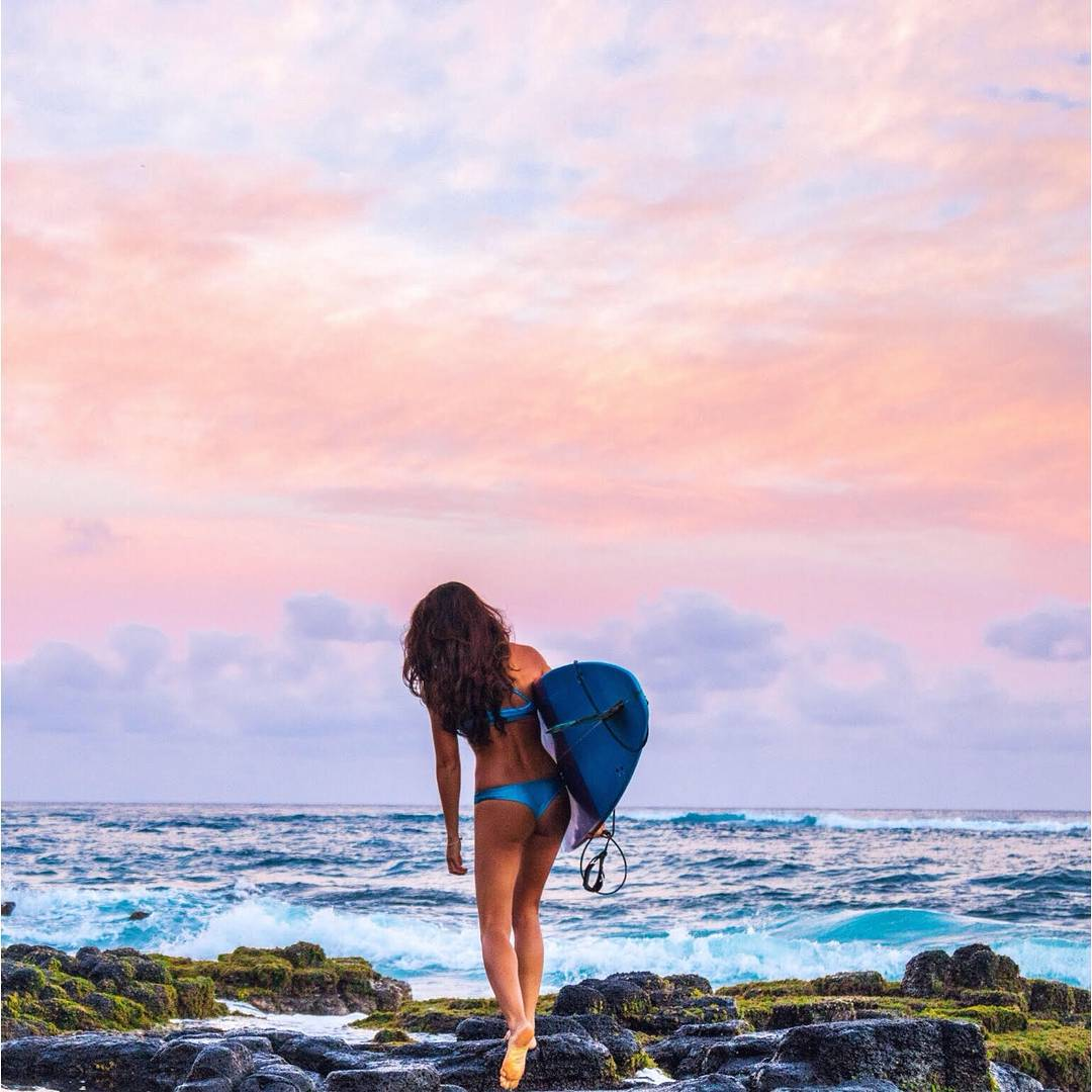 #miolagirls worship the sun… when it rises, when it sets, and all day long! ☀ || @chelseakauai in our Supercheeky Bottoms & Pin-up Top || #getoutthere #miolawesome #dontgosummer
