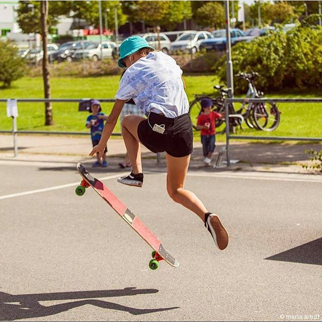 @_someone.4.you_ shot by @mari_aprilfool for @girlsinlongboarding!  #longboardgirlscrew #womensupportingwomen #girlswhoshred #skatelikeagirl #girlsinlongboarding
