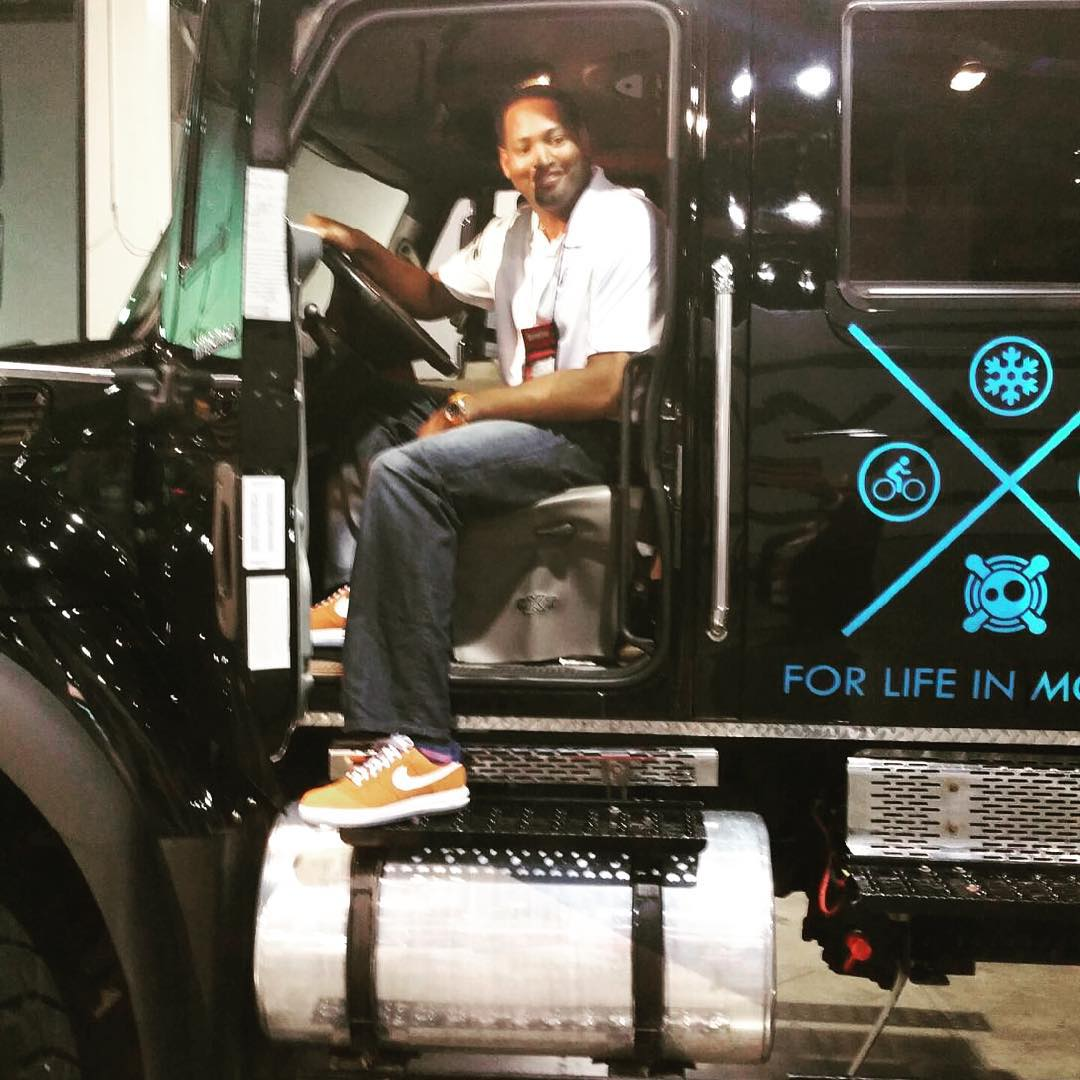 Robert Horry finally found a truck he could fit in. #Boombotix #BigShotRob #Megatron