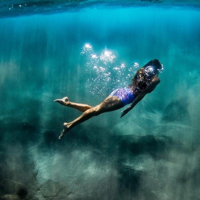 Sea sparkles. @teekigram #sarahleephoto #teekilove #underthesea
