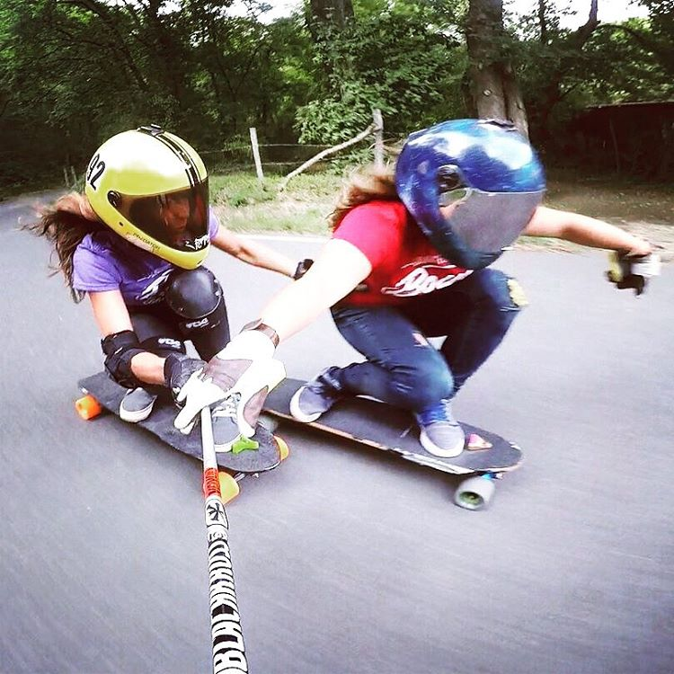@lydebegue & @skatebagels going tiiight! Go to longboardgirlscrew.com to see a double dose of Rachel: Her raw run in Verdicchio shot by the amazing @mikelechegaray and another run with @lgcfrance ambassador @lydebegue. Girly fun.  #longboardgirlscrew...