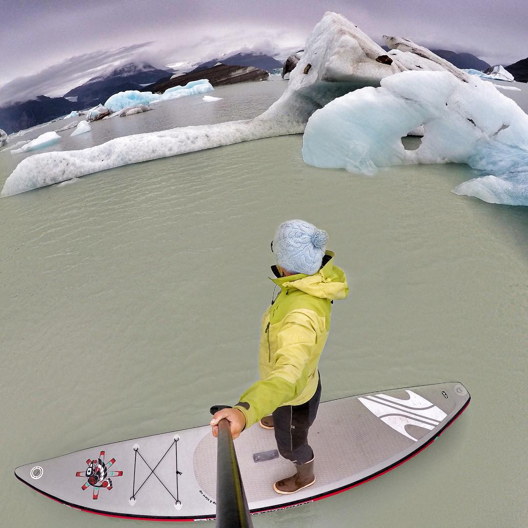 Flying between the Bergs @boardworkssurfsup #welivewater #shuburaven @gopro #alsekriver