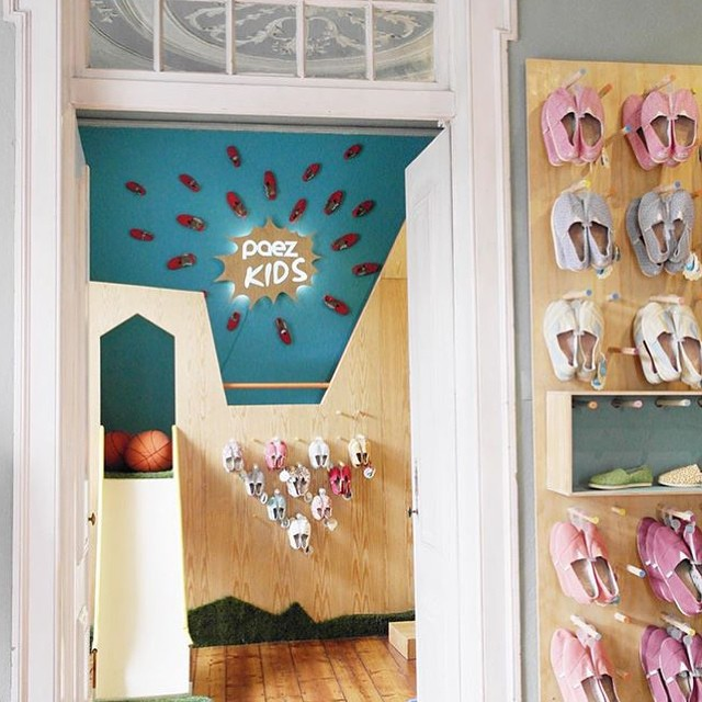 Se nos fue la mano con la mega #PaezStore de #Chiado. Si estás por #Lisboa veni a visitarnos!  Do you know our super cool #PaezStore up in #Chiado?  Pic by @andreiacalisto  #Paez  #Fresh #Store  #Portugal #Shoes
