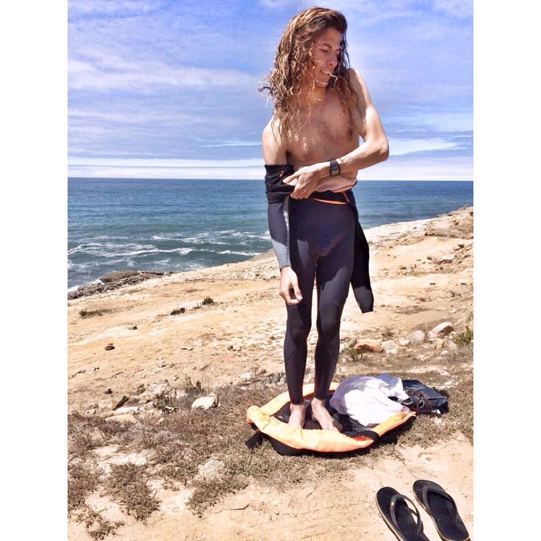 @maximogattas surfer pro de UY, usa nuestra changing mat para cambiarse y guardar su traje de agua!