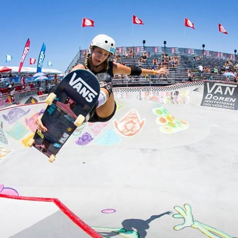 Team rider @jordynbarratt ripping at the #vanswbowl comp at the @usopenofsurf this summer