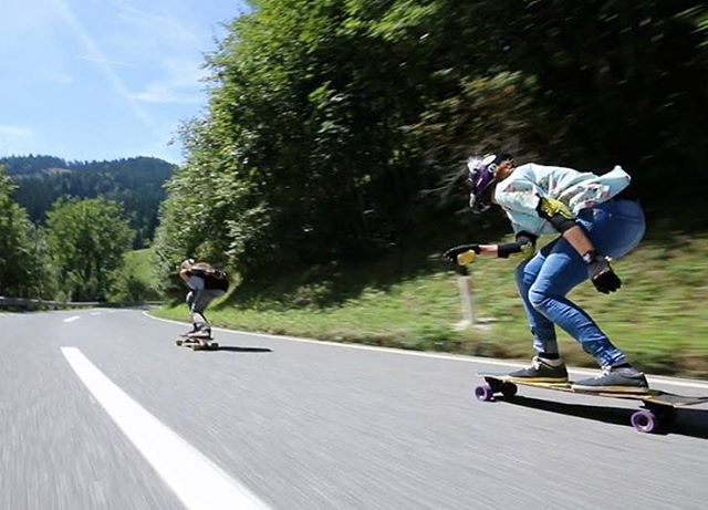 Go to longboardgirlscrew.com to check @iconelongboards & @lgcaustria ambassadors @glorifiziert and @annapixner having fun during the #belajoyride freeride in Austria. Two badass ladies for our weekend inspiration!  #Longboardgirlscrew...