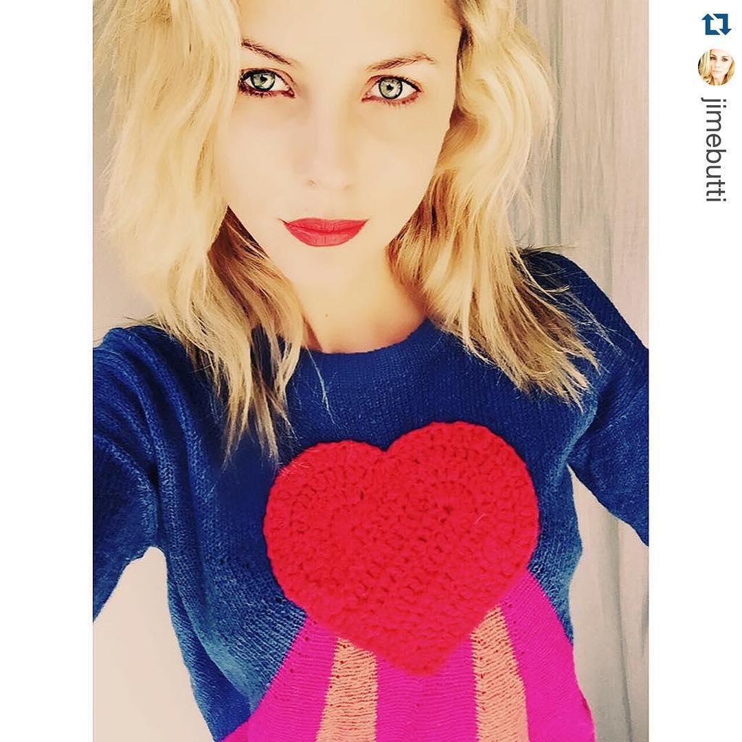 @jimebutti las mas linda con el #sweater #lovepower ❤️❤️