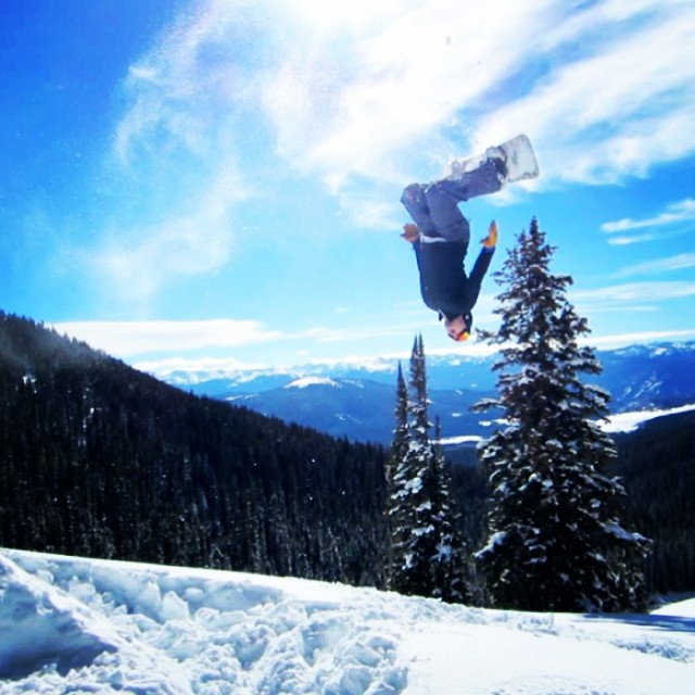 How are you spending this #GoodMonday? @akkline is flipping out #boardlove #snowboarding #goodpeople #buildingkickers