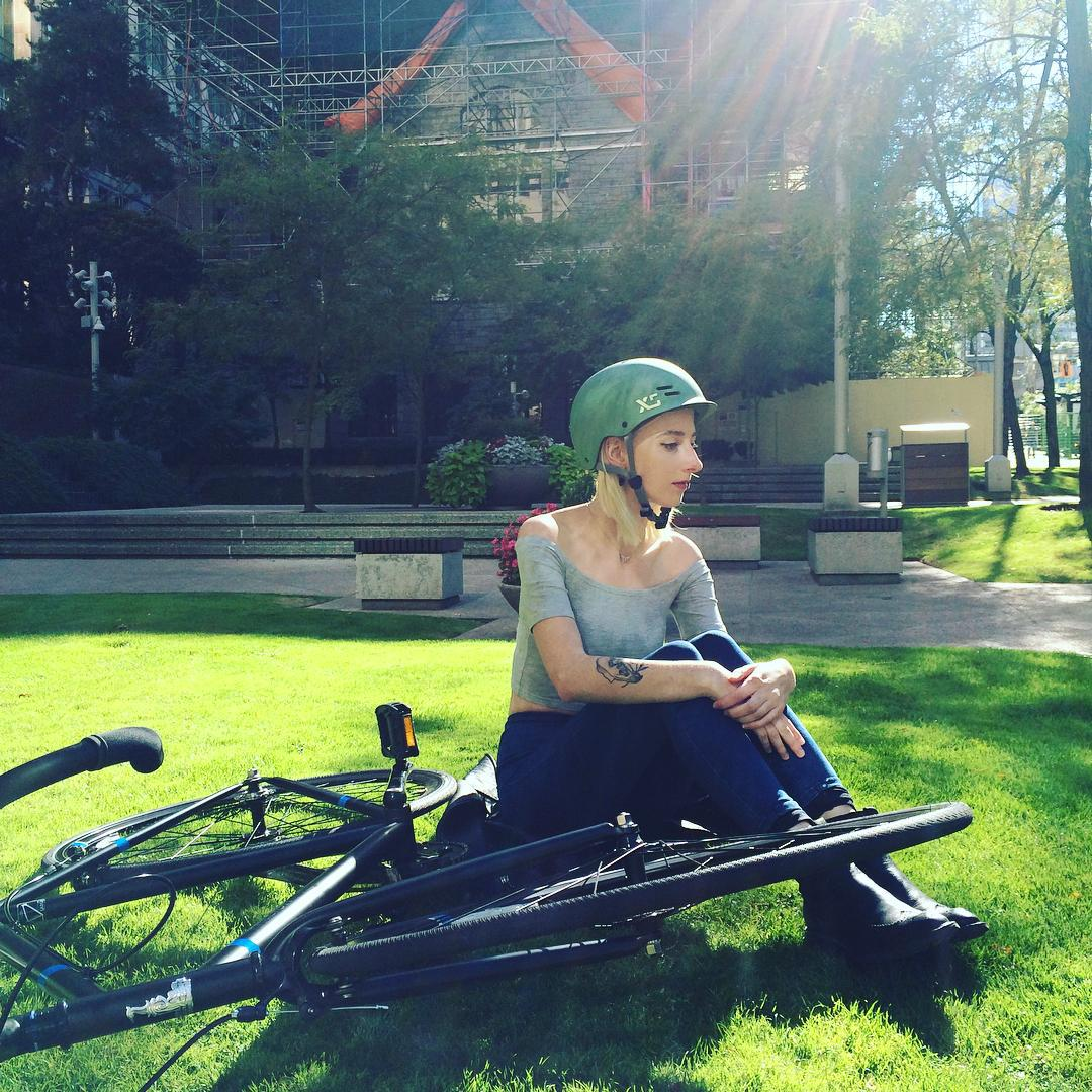 Shooting with this angelic lady today #vancouver #cycling #xshelmets #bike #skylinehelmet #cyclechic