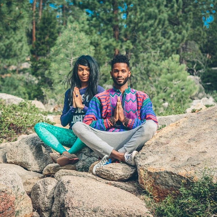 BEAUTY | IS | ALL | AROUND | US #soakitup #beautifulsouls @ndnlifestylist & @prestonsmiles #beauty #getoutside #enjoy #mountainlife #hike #travelingpants #emeraldscales #OKIINO