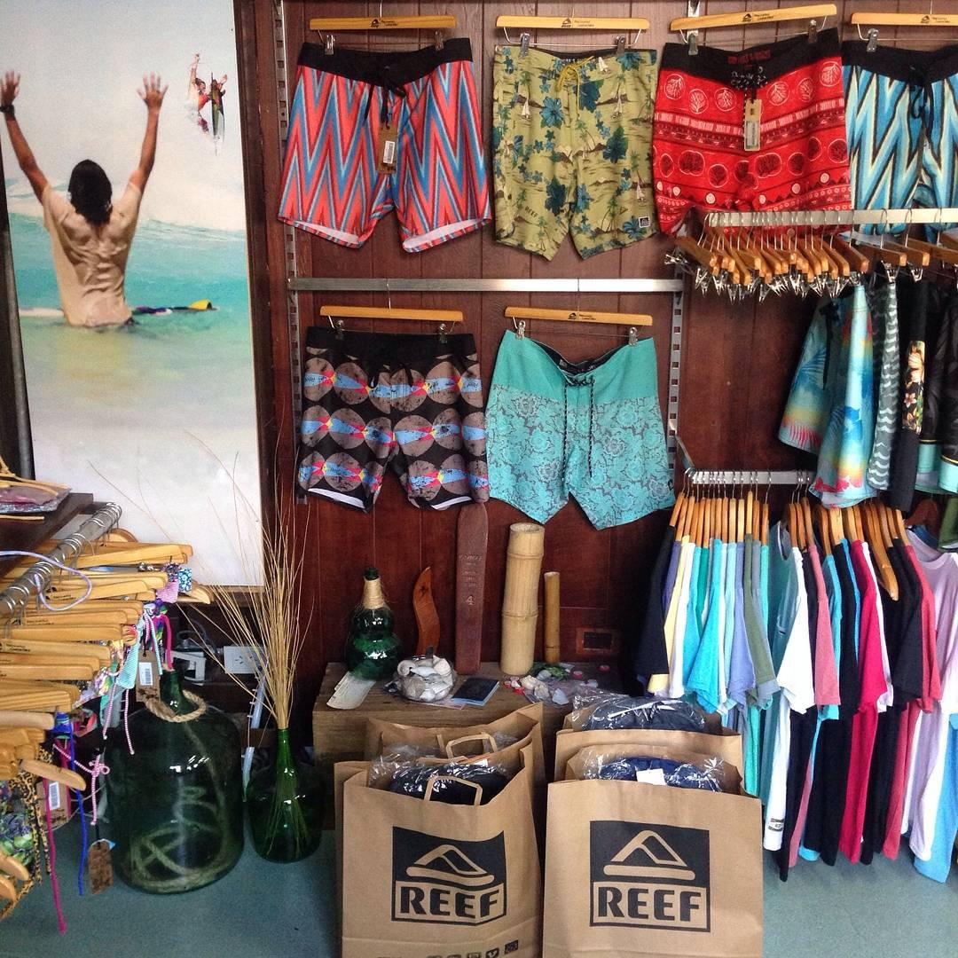 Todo listo para que los ganadores del Corona surf trip pasen a retirar sus premios! @corona_argentina @rogianola. Buen viaje!
