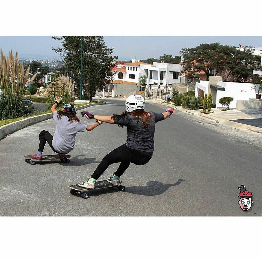 LOVING this shreddy shot of @gogo_gc and @paolabarabash taking advantage of the good summer weather #keepitholesom pic @rubentrrs954