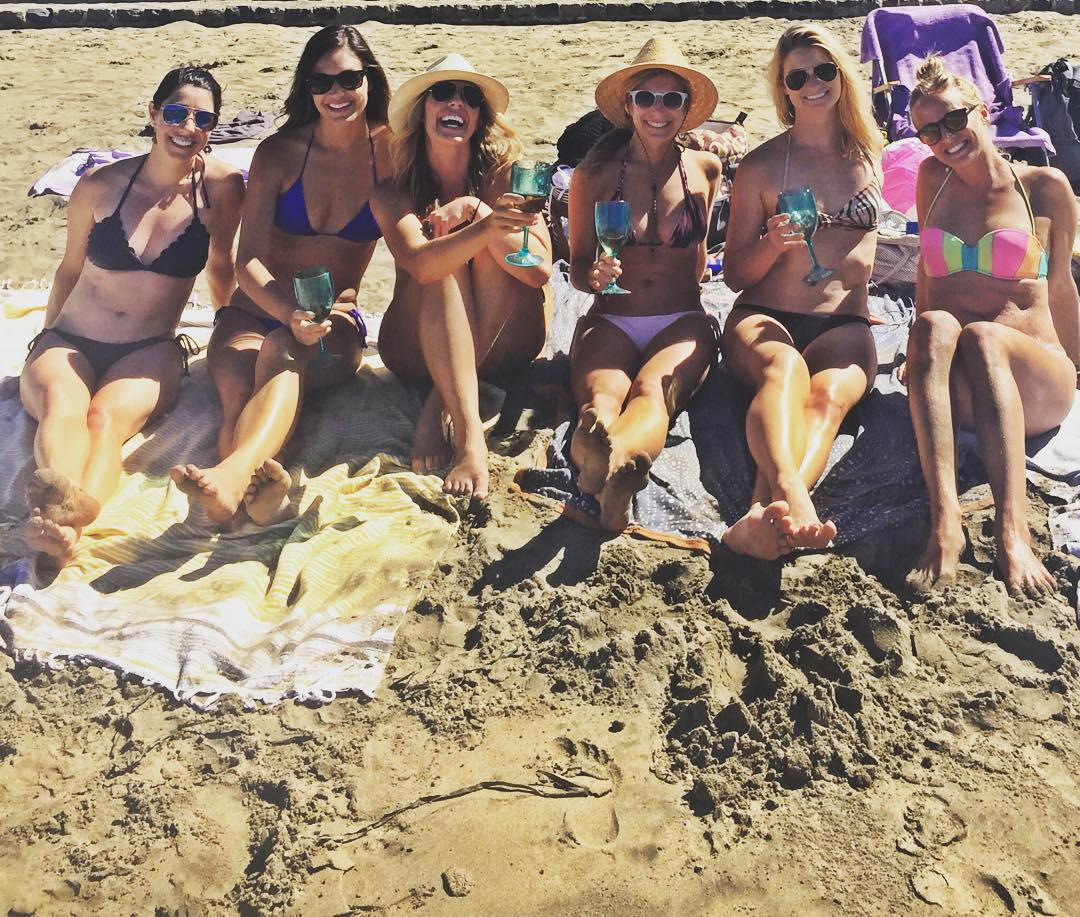 Summer Vibes were all time today in SF! Thanks for making my #squadgoals a reality ladies @deshartsock @sarahjordan61 @wayfaringypsy @kendallbev @giffoo I couldn't of done #urbanbeach day without you! #sanfrancisco #laborday #roseallday #summer