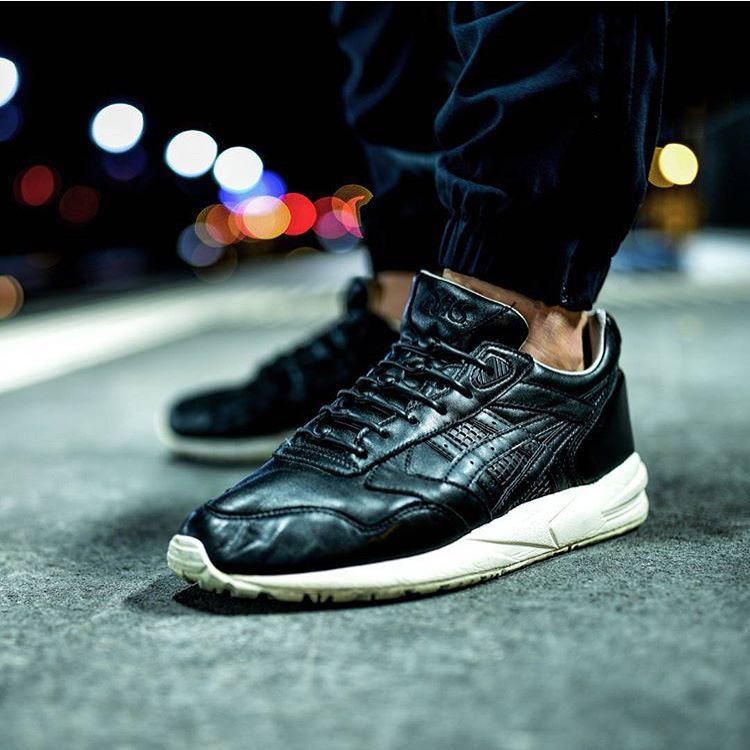 Check out the sleekness of our black HICKIES in these Asics Gel Saga's via @needlehorse 3/3  #sneakerheadsrejoice #ReplaceTheLace