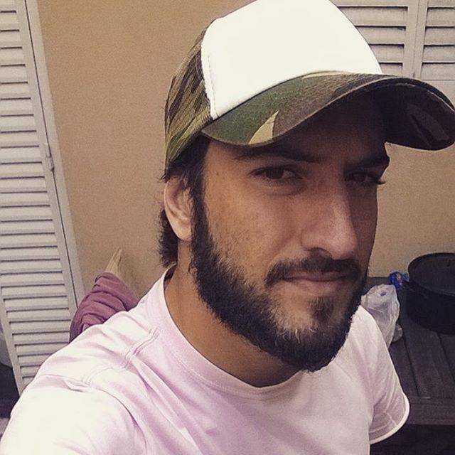 He is #socool y usa la #gorra #camuflada de @delasbolivianas ✌️