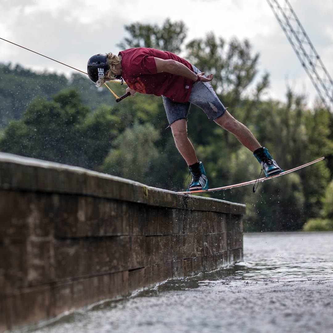 @ignorejondickey is one of our favorite railriders ever! Slaying the rails, with this backside noseslide!  #jobemoments #wakeboarding #jobeevo #cablepark #stylefordays
