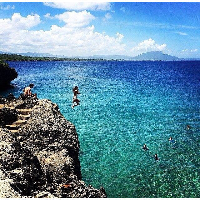 #dontgosummer… we've still got cliffs to jump from ☀ || high up fun with ambassador @thebabeinbikinis || #getoutthere #weekendwednesday