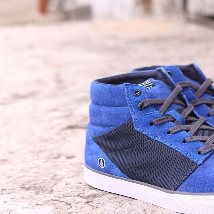 Electric Blue levantamos el día ☔️ con este color #Bluevibes #VolcomFootwear #TrueToThis