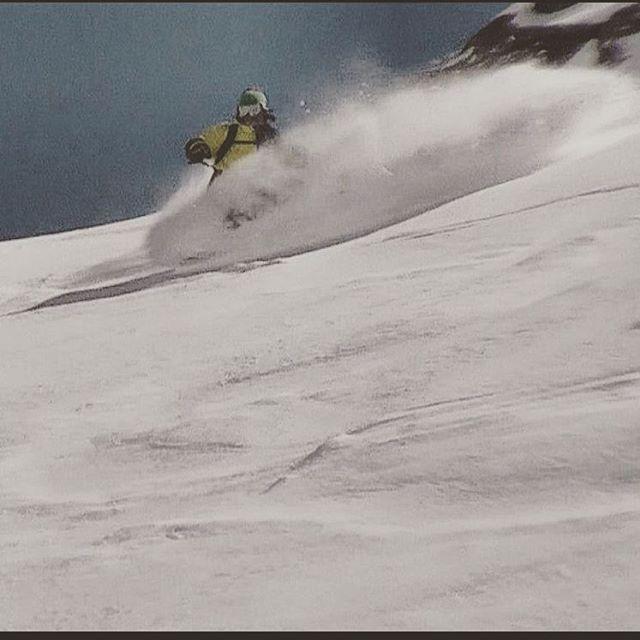 La Ola está de Fiesta. Winter. .:Conexión Natural:. #TRIP #FRIENDS #LIFESTYLE #SNOWBOARD #SNOW #SNOWTRIP #TRANKASTYLE  #CONEXIONNATURAL #KNEWTON