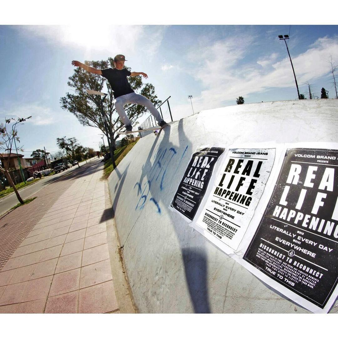 Tailslide x @santirezza en Ensenada #RealLifeHappening