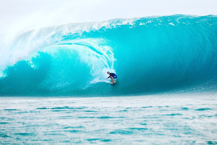 @brad_domke with another first! Finless at #teahupoo || #doepicshit #nectarlife #skim #thatshitcray
