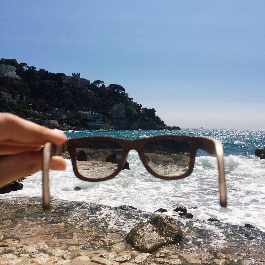 Costa Azul 44° 0' 0'' N, 6° 0' 0'' E -------------------- #numag #wherenaturerocks #borninargentina #diseñoargentino #innovacion #sustentables #handmade #gafasdemadera #viaje #madera #anteojosdemadera #francia #costaazul
