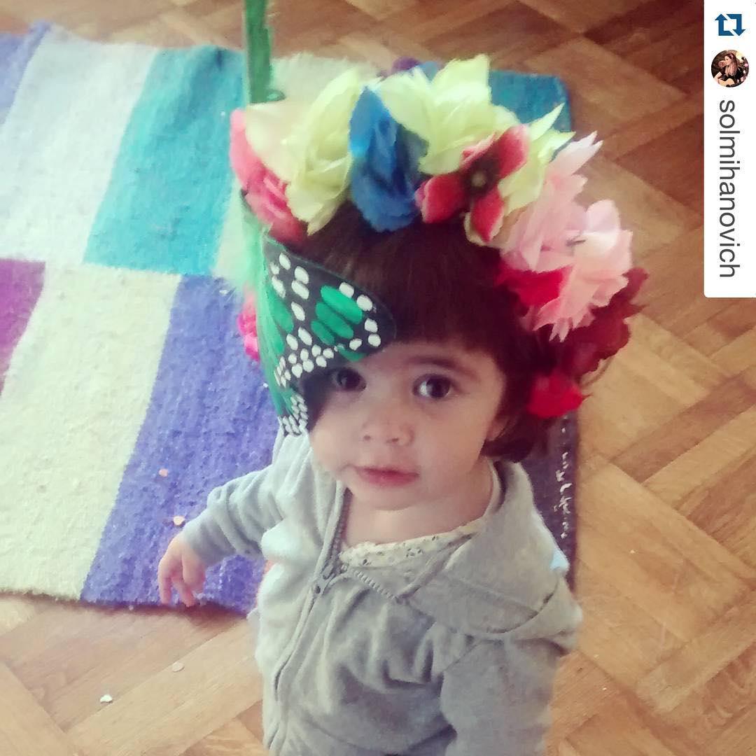 #Repost @solmihanovich ・・・ Amelía pide primavera @delasbolivianas #miniboli #primavera #colorful