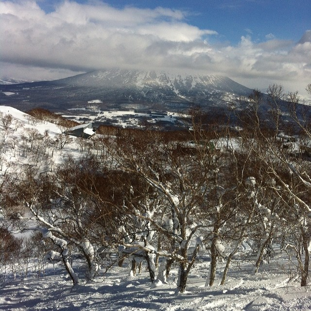"The last run of my day today. This was the view coming down the ""Swinging Monkey"" Lift. It was another great day at the Powder Factory...and it just started snowing again! This place is awesome! #fsf #flipsidefresh #niseko #snowboard"