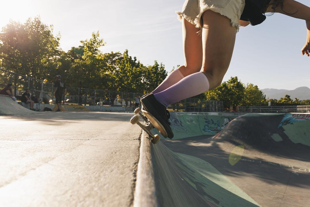 @canmaikome wearing our Ombré socks in Lilac #skate #summervibes #XSsocks #hastingspark #girlswhoshred #xshelmets