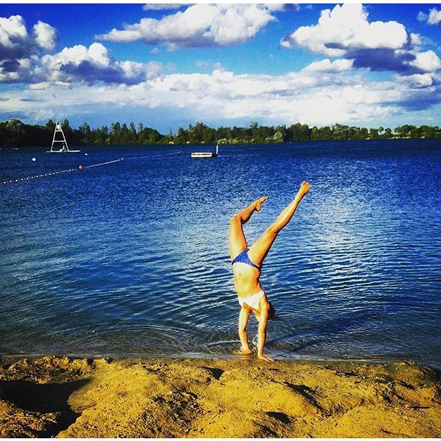 #dontgosummer… lake life is too much fun! || shoreline handstands with @insta_susi in our Supercheeky Bottoms || #getoutthere #lakelife #handstands