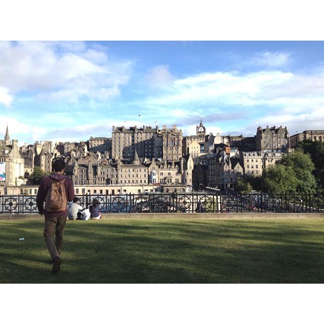 De paseo por Edimburgo / Mochila Navajas suela --> www.mambomambo.com.ar