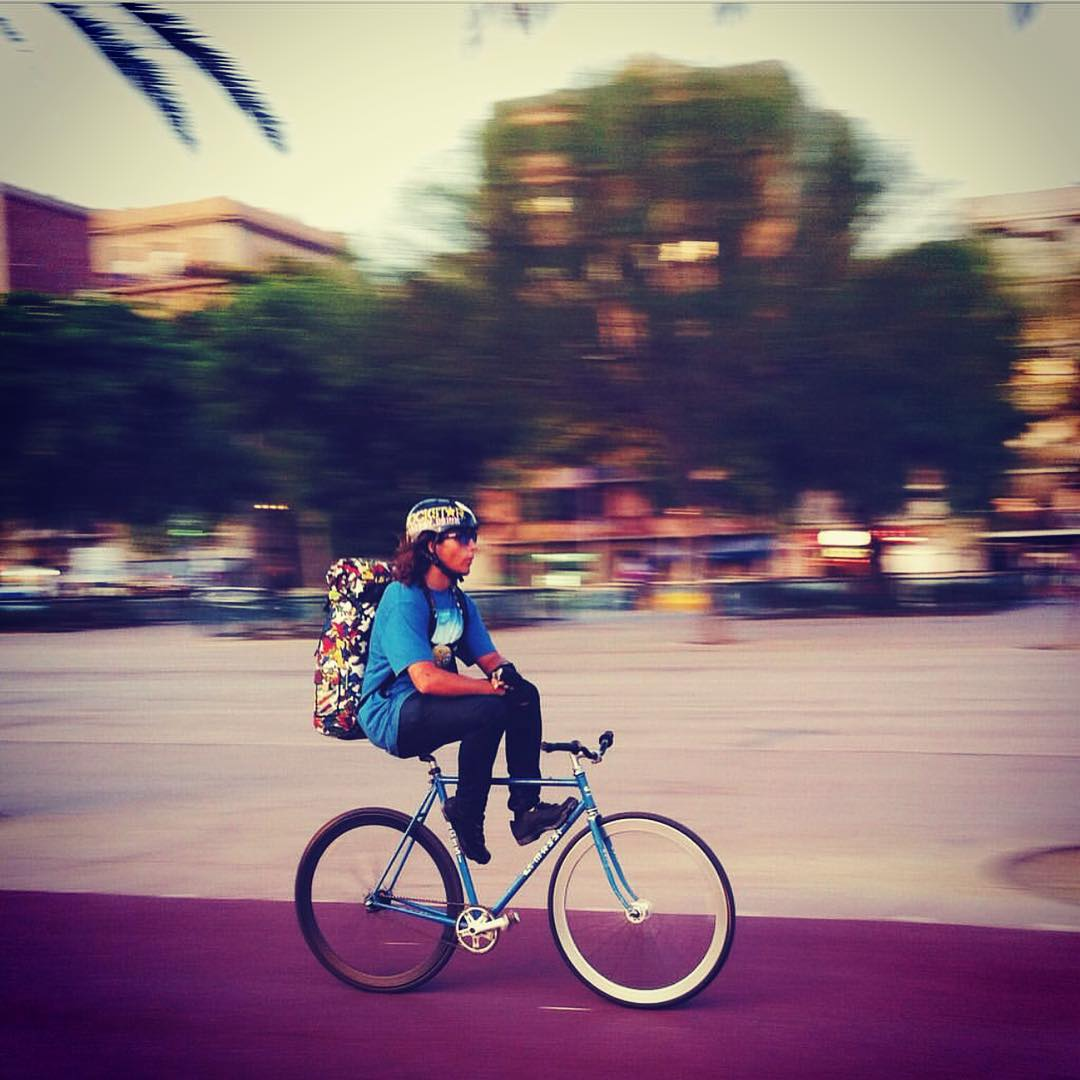 It's that time of the week for the commute #barcelona @sk8_or_guillem #fixiefamous #fixedgear #fastlife