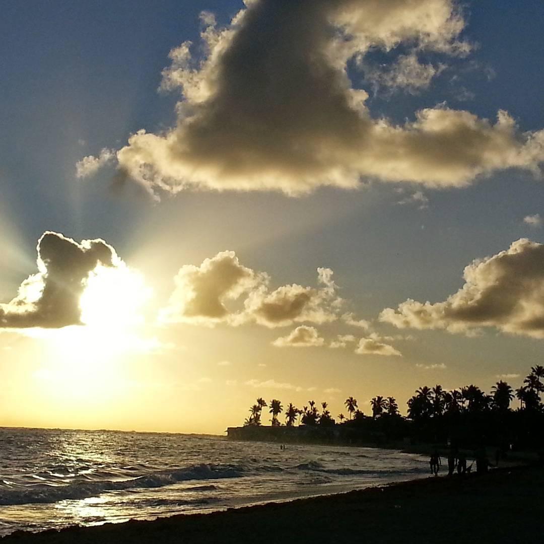 Esta foto no tiene ningun retoque... si recuerdo que jugaba con el enfoque manual de la camara. No soy bostero pero me llamo la atencion de los colores...... #all_my_own #sunset_captures_ #ig_latinoamerica_ #loves_latino #ig_bolivar #estaes_america...