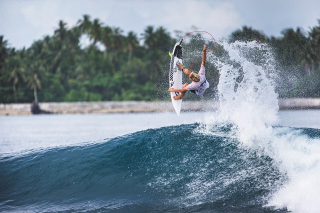 A huge hanger from @kalani_ball during a recent trip to the Mentawais with @tracksmag. A gallery of all the shots is up now at tracksmag.com. #lifesbetterinboardshorts