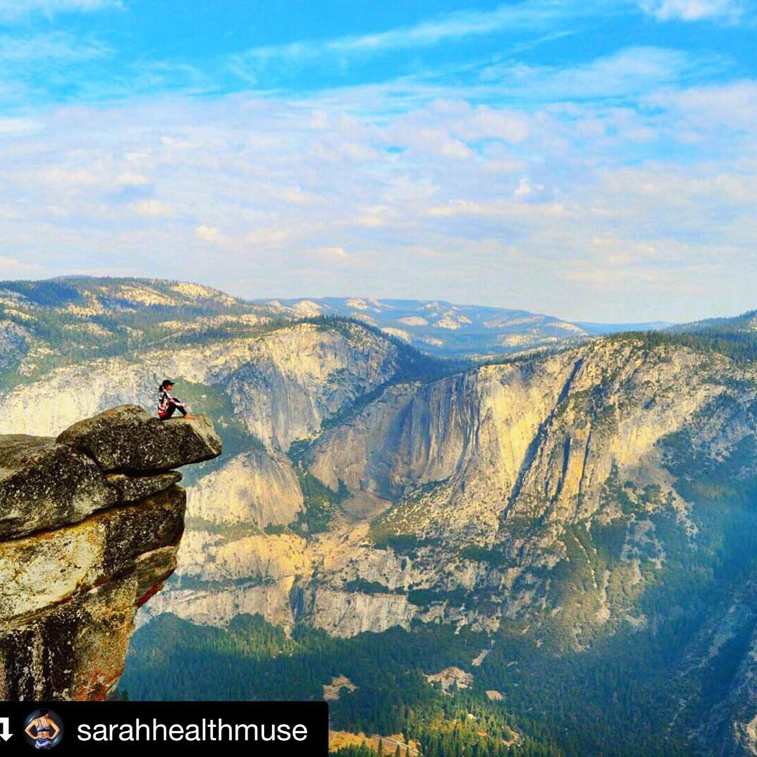 #Repost @sarahhealthmuse with @repostapp. ・・・ Nature always helps me gain perspective. Yosemite is hot in the summer but has chilly mornings, perfect for my @threads4thought lori jacket.
