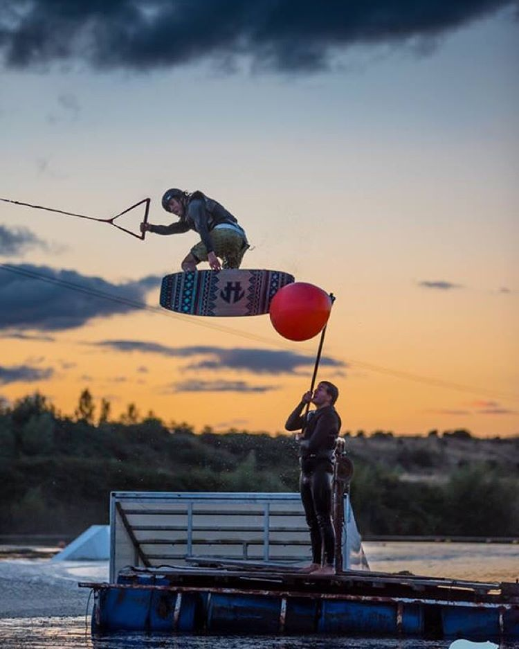 UK homie @tobyyeo with a sunset method to buoy bonk