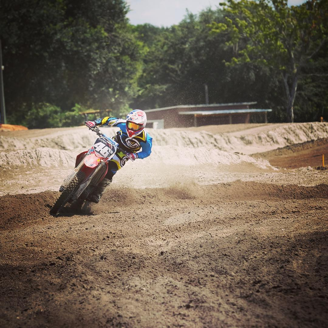 Ready for some shred time this weekend with @whatthefett @abarnett425 and  @mbartlett52  @barnettmxphotography  with the photo! #motocross #moto #shredtime #hurryupnewbike motoring #atifamily #barnettmxphotography #chargeintoyourweekend