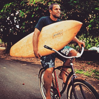 We guess @jackjohnson likes to #BiketoSurf too! No shoes, no helmet, no rack no worries... Be safe out there folks, and watch out for #tarballs as you head to the waves on your own renewable energy - and be sure to hashtag #biketosurf and #deepbluelife...