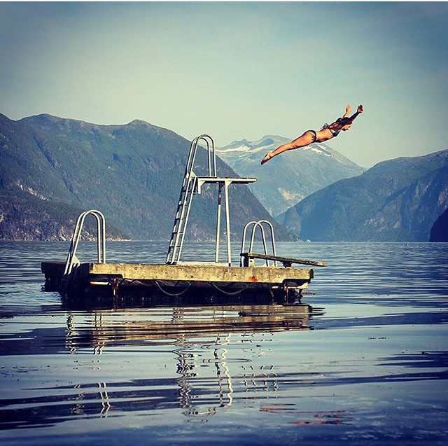 #dontgosummer… we just jumped in! || swan dives with @insta_susi by @kkbrunvaer || #getoutthere #miolawesome